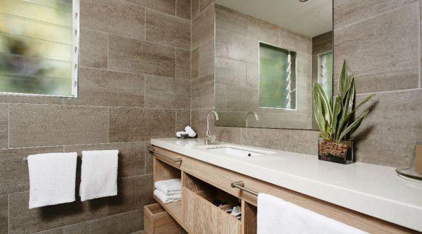 Canopy Bayan Bathroom